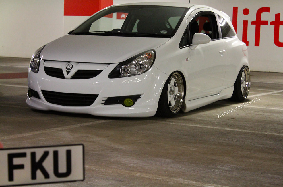 corsa d air suspension schmidts our cars an astra. Black Bedroom Furniture Sets. Home Design Ideas