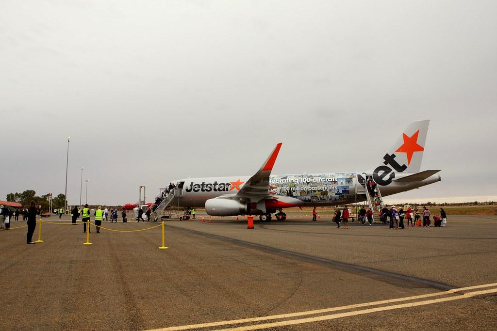 Passengers disembarking at Ayers Rock Airport | Passengers ...