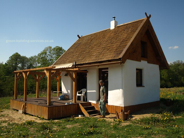 Straw bale cabin small straw bale cottage in poland for Strawbale house plans