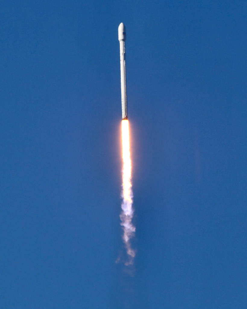 space vehicle falcon 9 - photo #17
