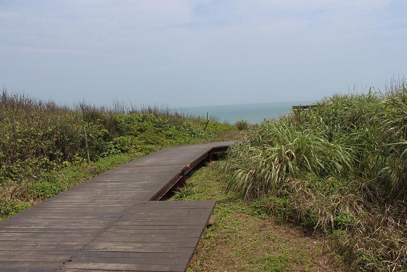 北觀處設置的步道,一路延伸到海灘。攝影:廖靜蕙