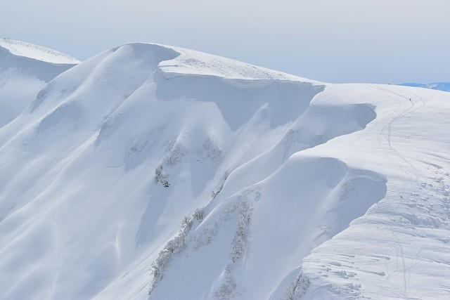 守門岳・袴岳稜線の雪庇