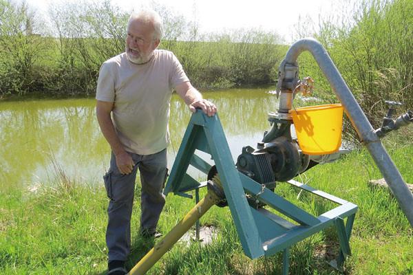 水塘位於農場邊緣的最低處,除了匯集洗菜水,也可以收集雨水作為灌溉使用。圖片來源:張正陽攝影,主婦聯盟提供。