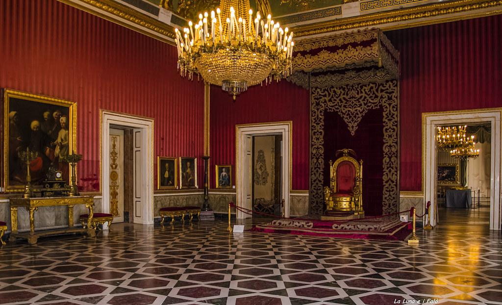 Palazzo Reale di Napoli: La Sala Del Trono  La Sala del Tro ...