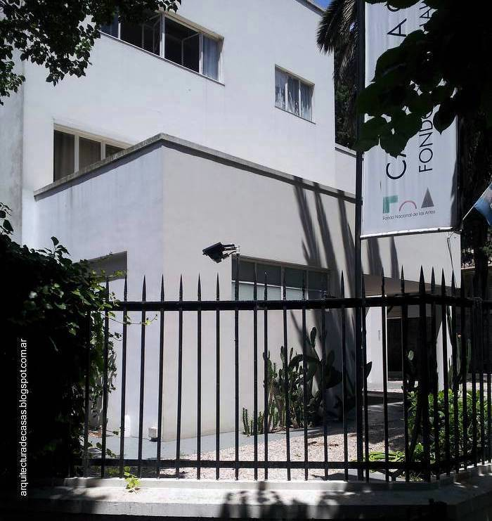 Casa moderna en buenos aires primera casa de estilo for Casa jardin buenos aires