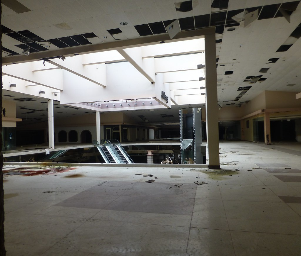 Dead and Dying retail: Euclid Square Mall, Euclid, Ohio Rolling acres mall pictures
