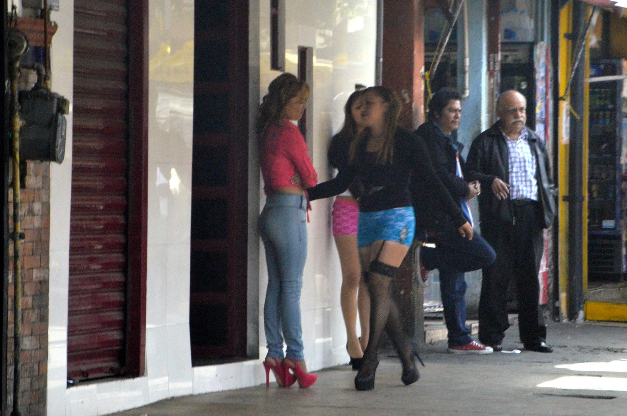 prostitutas blanes barrio rojo amsterdam prostitutas