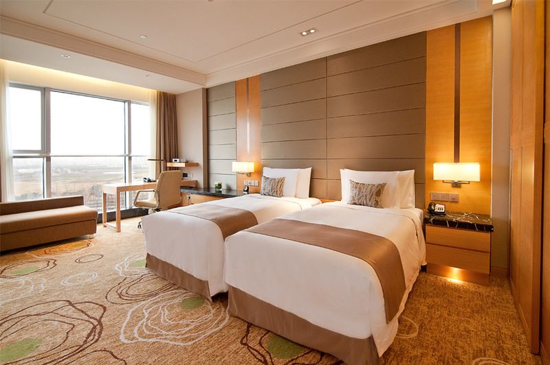 Bright spacious modern superior twin bed room at the crown for Room design 2 twin beds