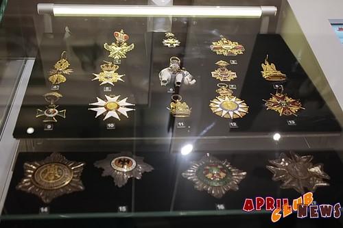 Витрина с орденами, принадлежавшими императору Наполеону