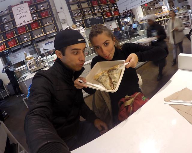 Mirando con deseo el nutellazo que nos íbamos a tragar en el Nutella Bar de NY