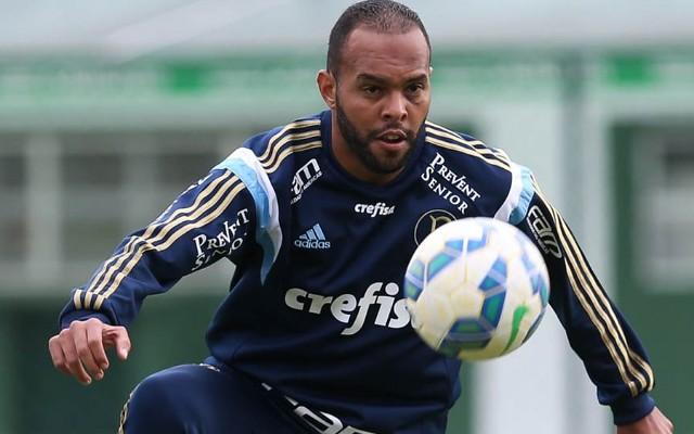 Autor de um dos gols na vit�ria sobre o Botafogo/SP, Alecsandro fala sobre cr�ticas da torcida