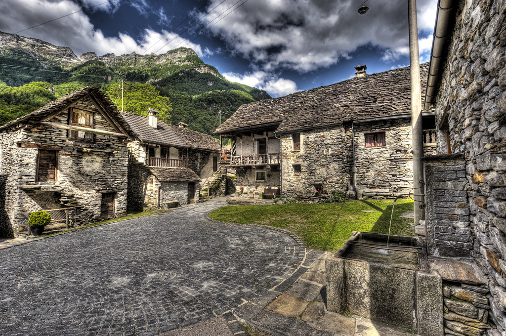 Runner >> Little Stone House Village at The Valle Verzasca Ticino | Flickr