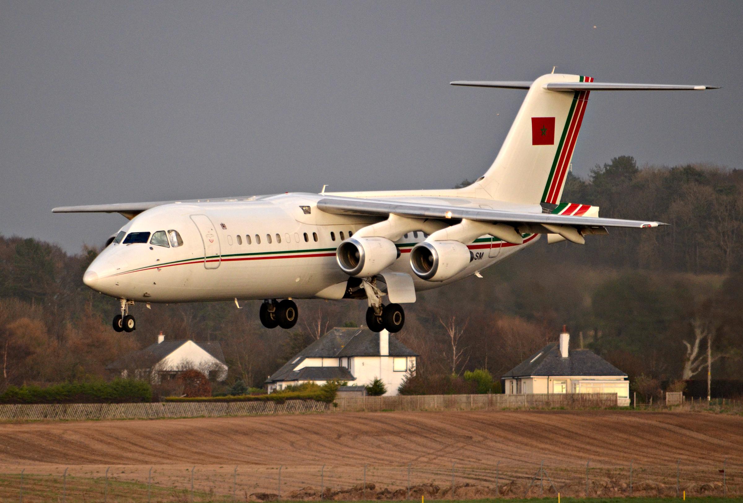 BAe Avro RJ100 32499605354_5300d230da_o