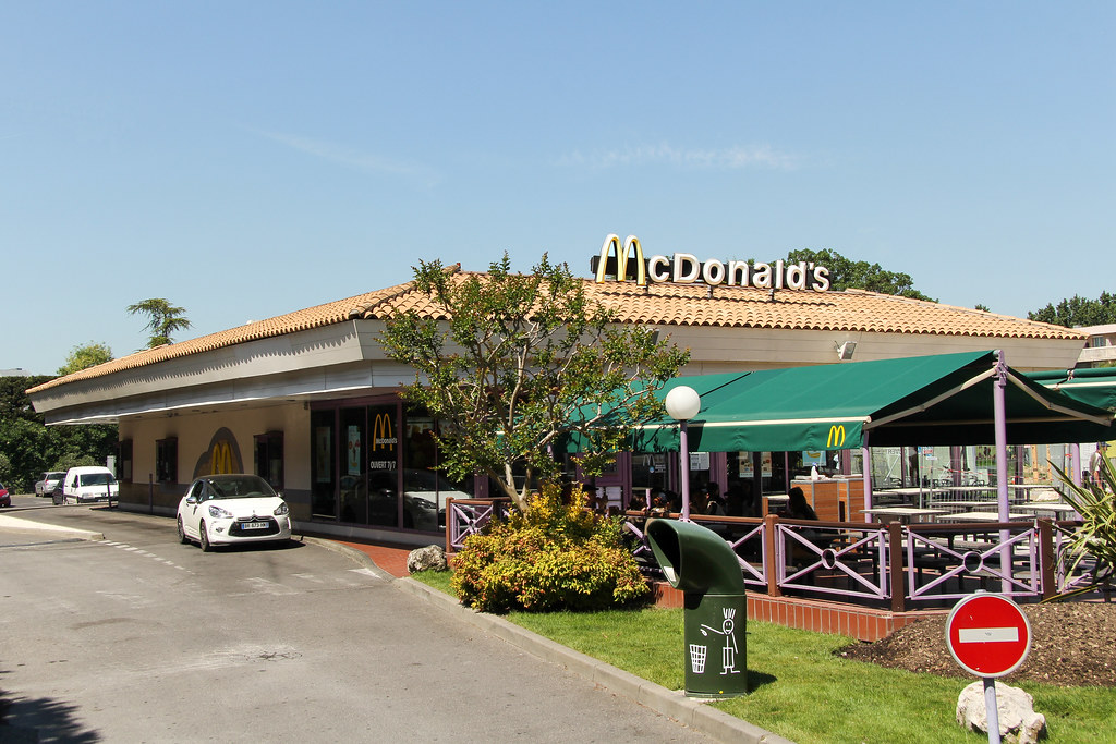 Mcdonald 39 s aix en provence france the only mcdonald 39 s - Castorama aix les milles ...