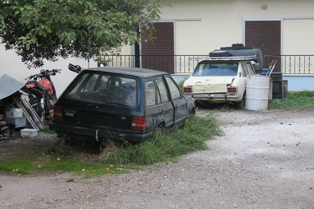 E20 Toyota Corolla Ford Escort Estate 1 8 Abandoned Flickr