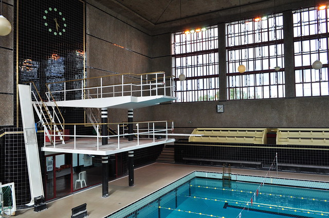 Plongeoir et bassin piscine juda que 1934 rue juda que for Piscine plongeoir