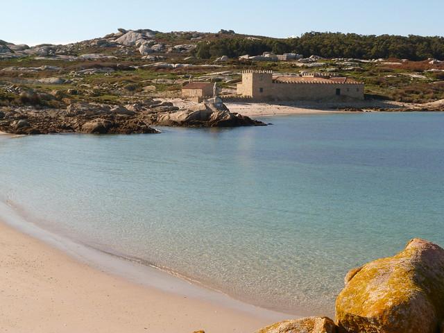 Playa en Isla de Sálvora (Rías Baixas, Galicia)