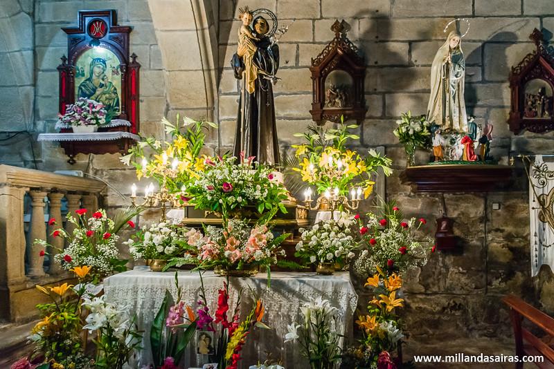 Altar de ofrendas a la Virgen