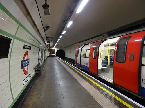 14a - Long platforms at Highgate