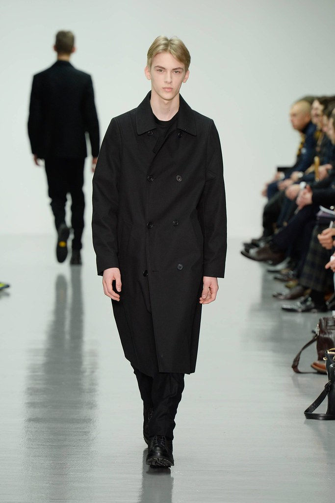 Dominik Sadoch3040_FW14 London Lou Dalton(VOGUE)