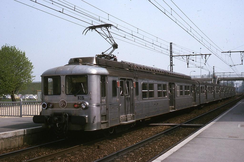 JHM-1975-0911 - France, Evry SNCF, train de banlieue | Flickr