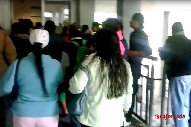 Con manifestación denuncian incumplimiento en entrega de apoyos sociales