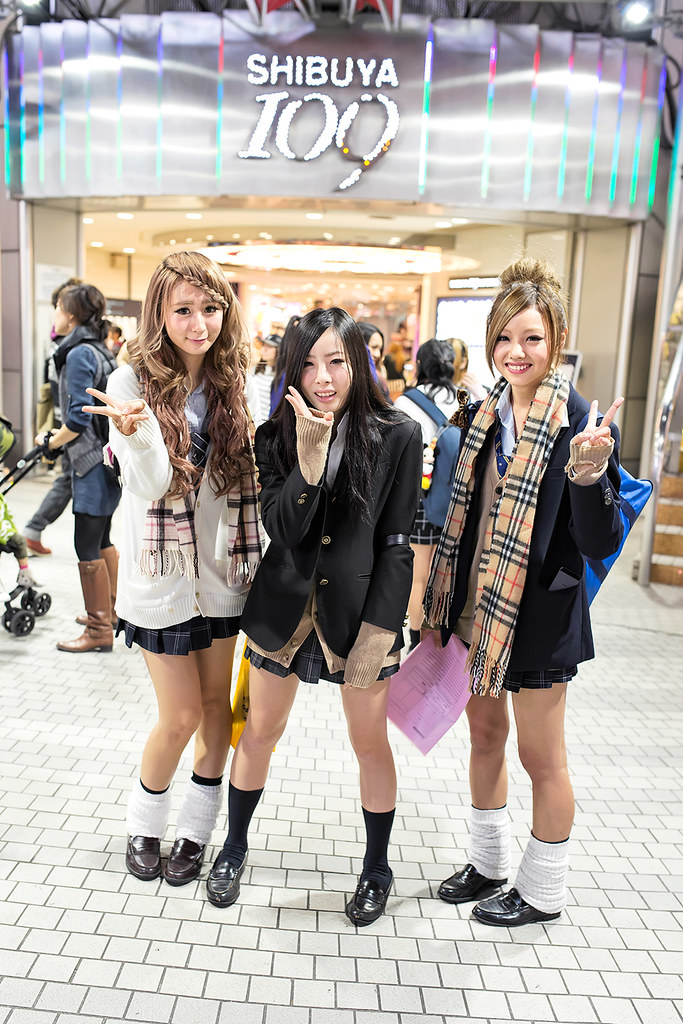 Shibuya 109 X Loose Socks Japanese Schoolgirls In Uniforms Flickr