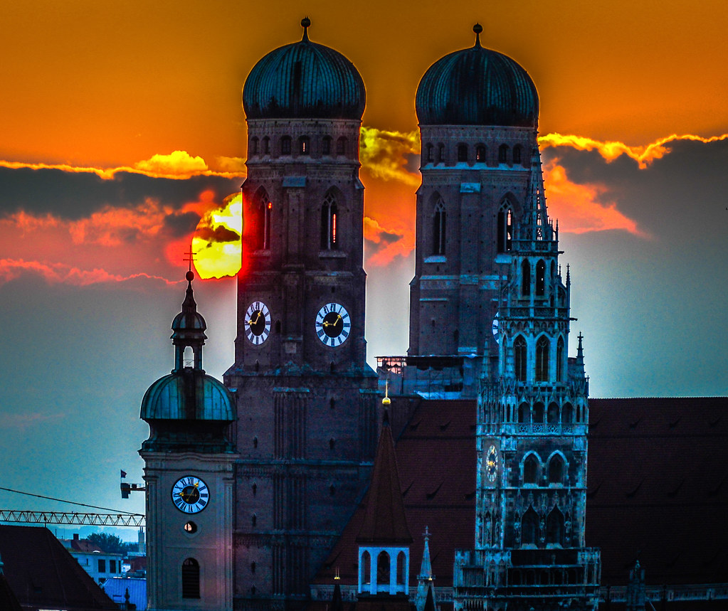 munich altstadt at sunset with the towers of frauenkirche flickr. Black Bedroom Furniture Sets. Home Design Ideas