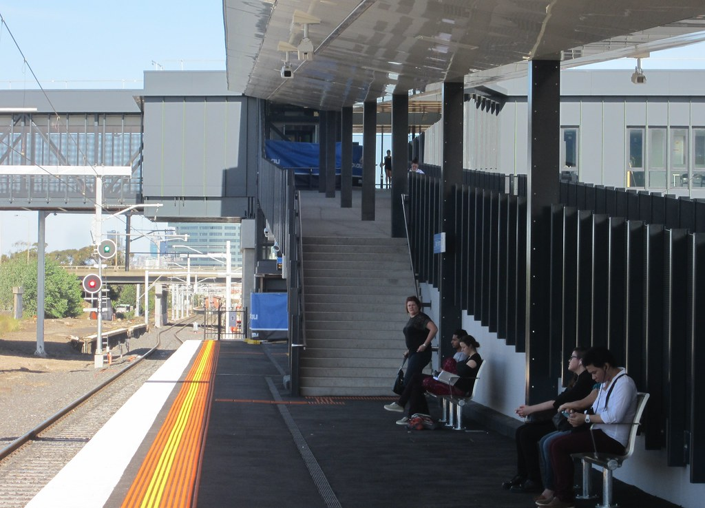how to get to highpoint from footscray station