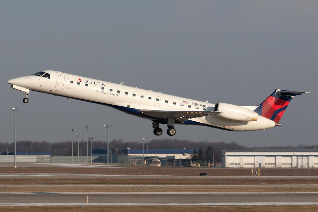 Delta Connection Chautauqua Airlines Embraer Erj 145 N25