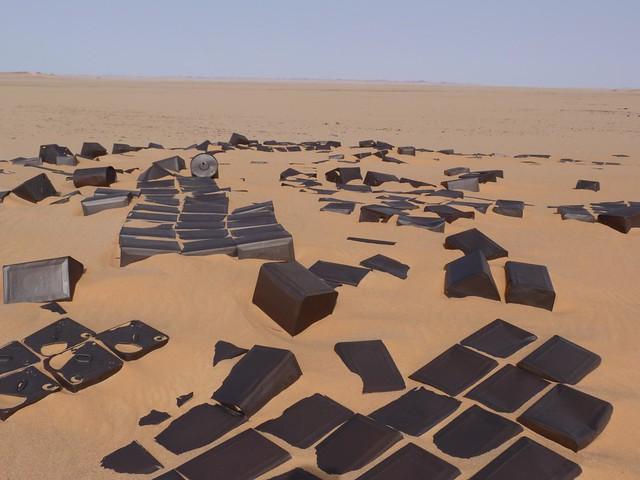 Bidones en el desierto Líbico de Egipto
