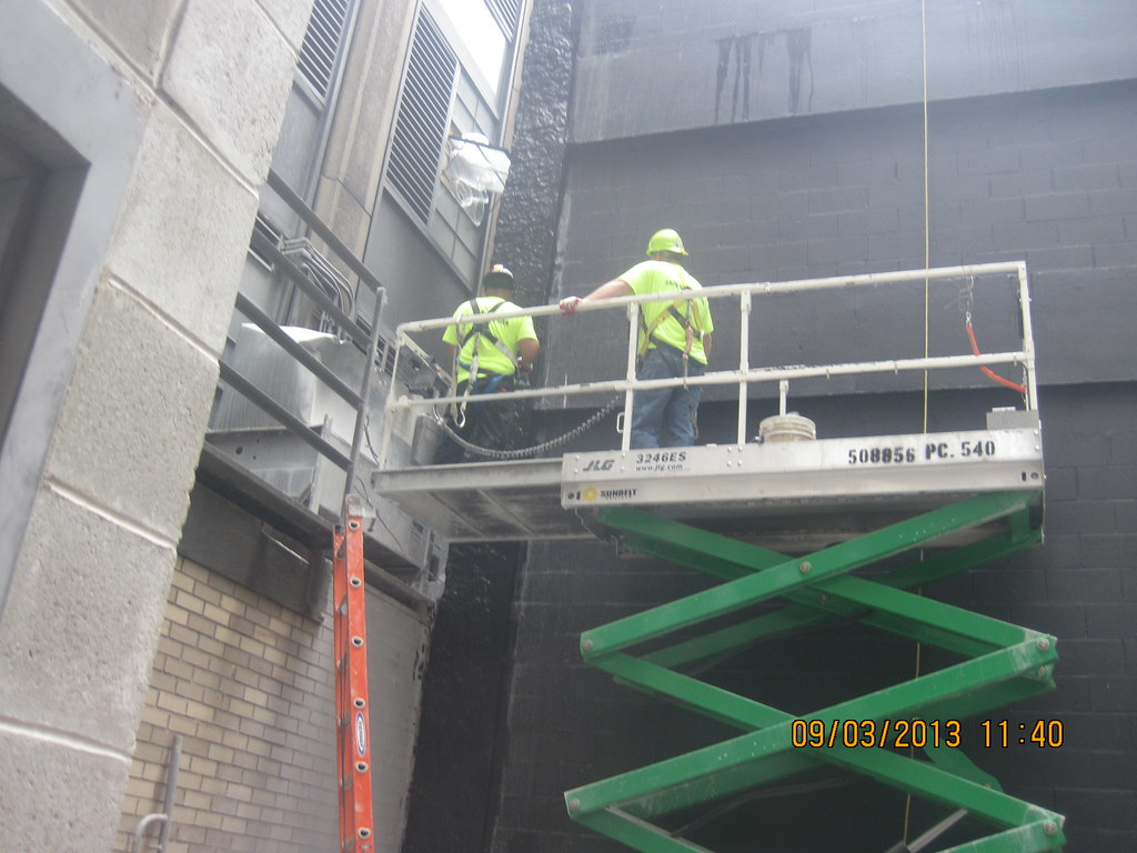 Cm013 Vapor Barrier Installation Exterior Cmu Walls Rea Flickr