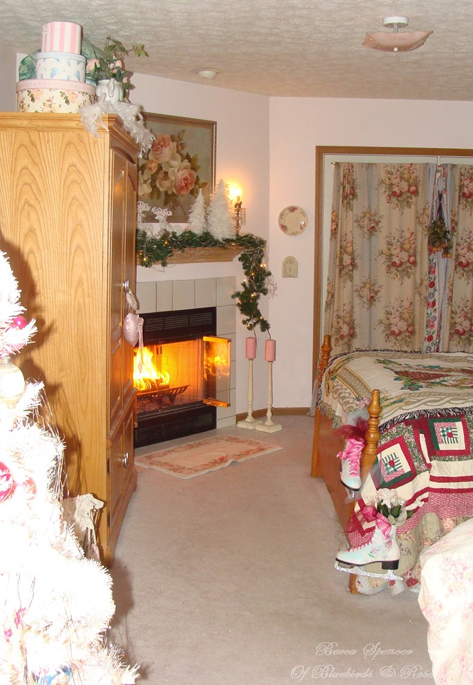 Christmas bedroom 2013 had to have a fire in here before for Want to decorate my bedroom