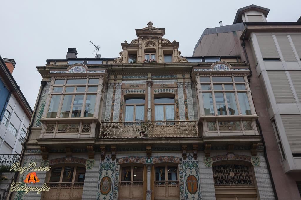 Casa de los azulejos en la calle del rosal de oviedo astu for La casa de los azulejos leyenda