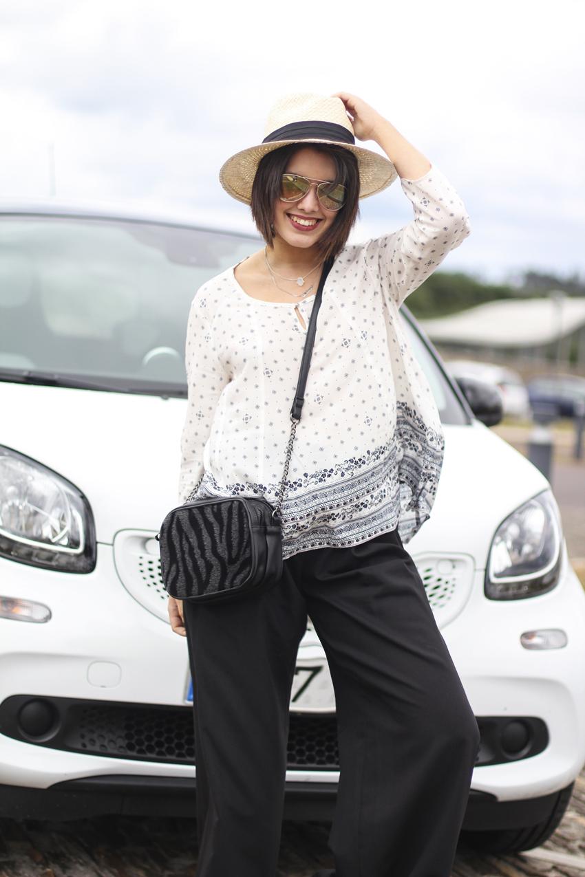 blusa boho de C&A con sombrero de paja y gafas de espejo colección verano 2015