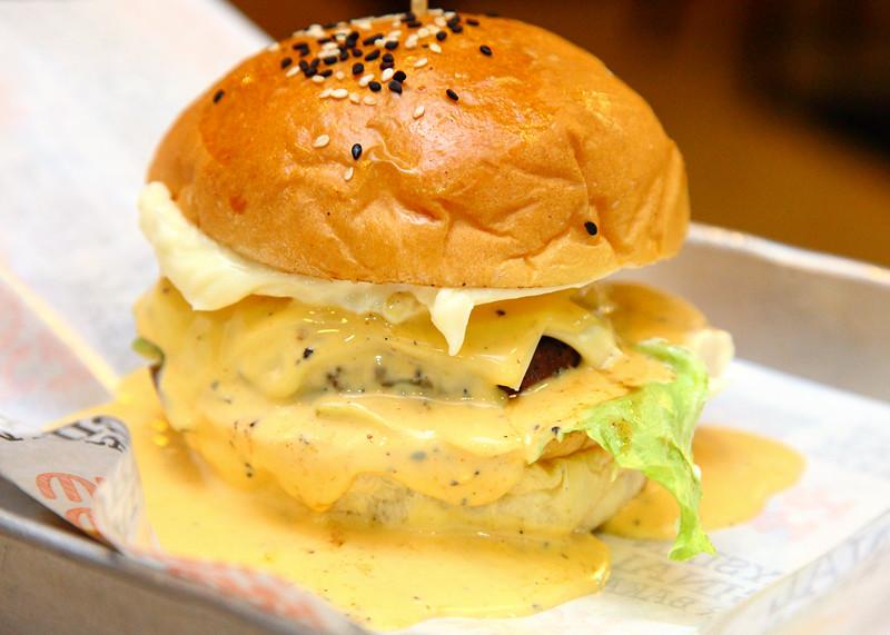 Cajun-Cheese-Beef-Burger