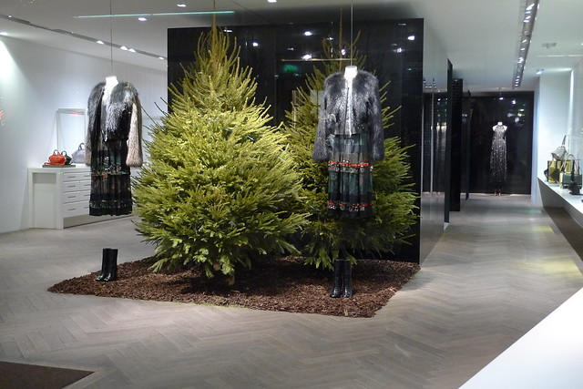 Vitrine de no l givenchy paris d cembre 2013 flickr - Magasin deco noel paris ...