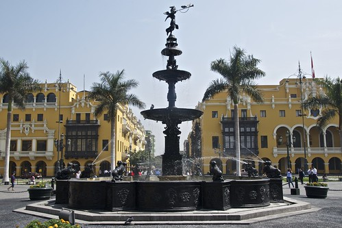 Municipalidad And Fountain Plaza Mayor Lima Flickr