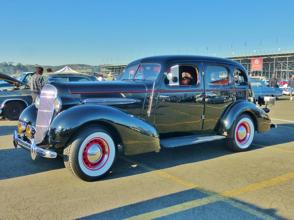 1935 oldsmobile six 4 door sedan pomona classic car show for 1934 pontiac 4 door sedan