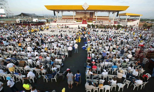 El Papa Francisco llega a Guayaquil; lo esperan miles de fieles