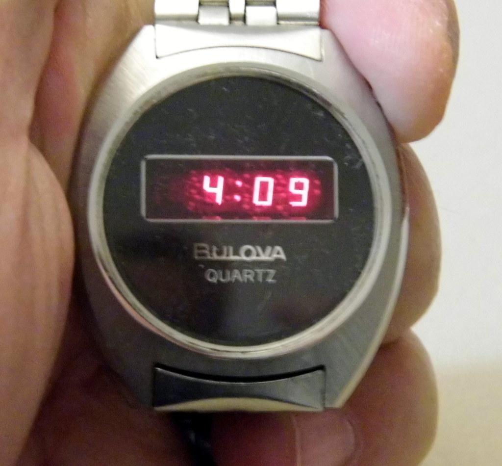 Vintage Bulova Quartz Led Men S Wrist Watch Silvertone Fi