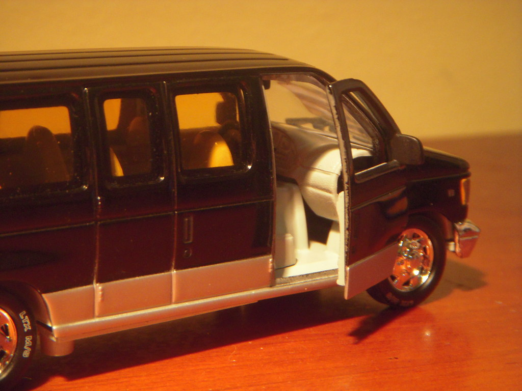 Ford Transit Wagon >> 2001 Ford E-150 Club Wagon 1:43 Diecast by Unique Replicas… | Flickr