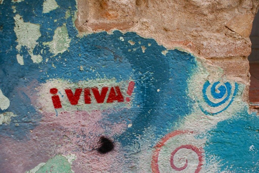 Sur un mur coloré de Barcelone, un hymne à la joie et à la vie !