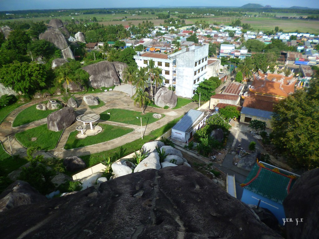 N°2 Da Lat, Vietnam, Din Quan, Spectacular big Stones, hug ... - photo#7