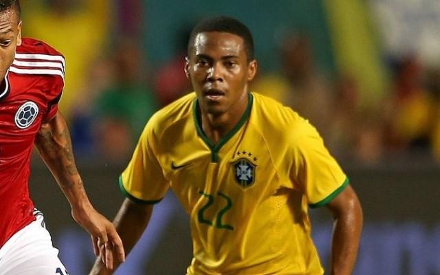Em alta com o Corinthians, Elias explica rendimento ruim na Sele��o Brasileira