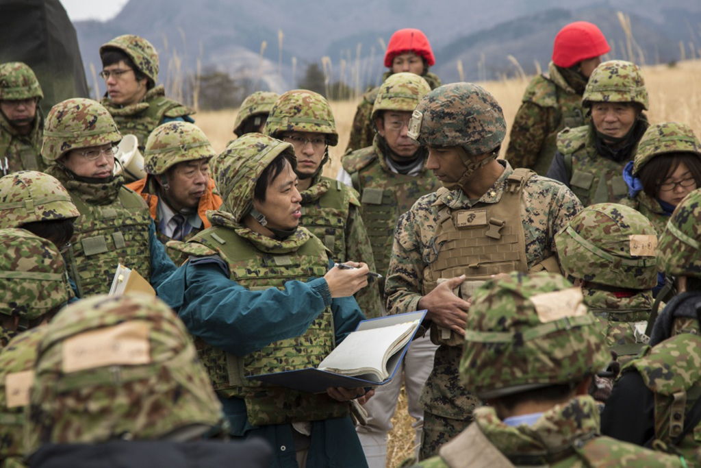 U.S. Marines execute artillery training, work with Japanes ...