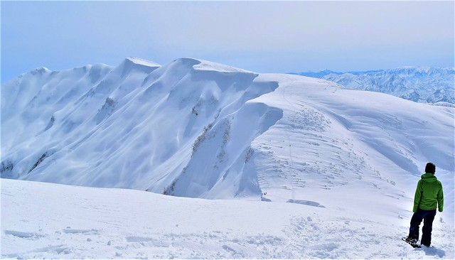 守門岳・巨大な雪庇を見に行く日帰り雪山登山