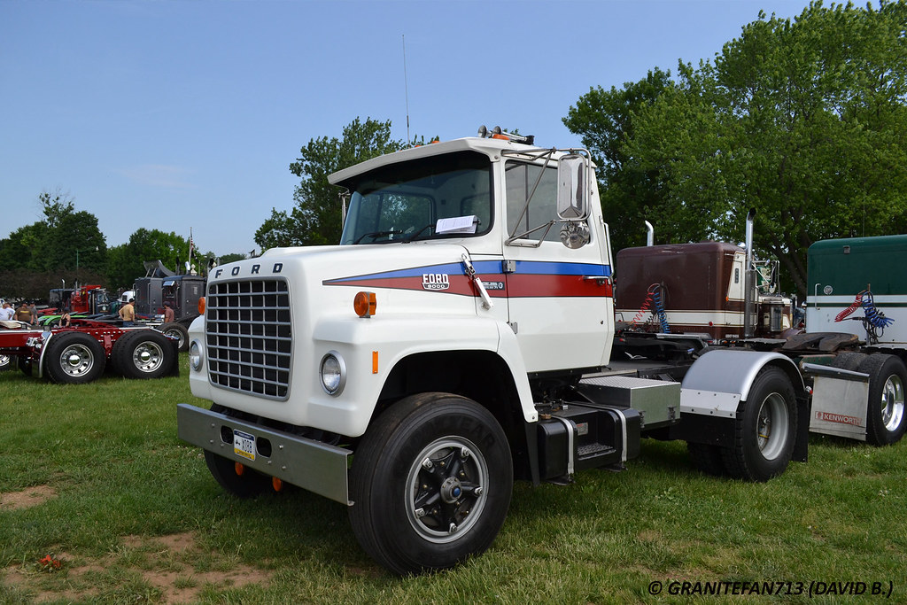 Single Truck Tractors : Ford single axle tractor trucks buses trains by