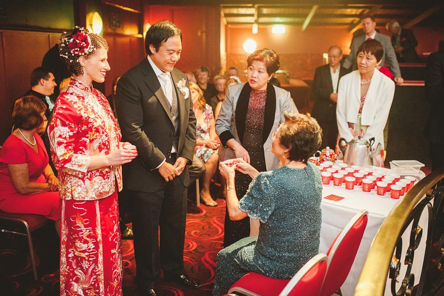 cérémonie du thé au mariage chinois