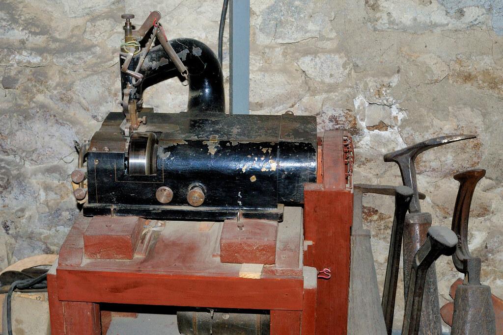 Cordonnerie machine coudre de cordonnier maison des for Machine a coudre 3d